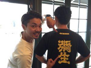 この彌生Tシャツを背にしている川崎さんが素敵♪