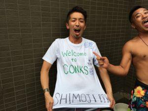 絶対に洗ってはならない寄書きTシャツを贈呈(笑)
