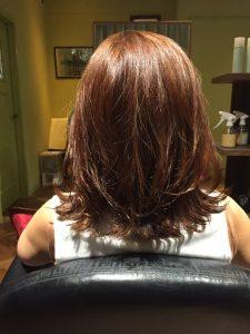 カラーは黄色く褪色した髪にちょっぴりピンクをプラス!